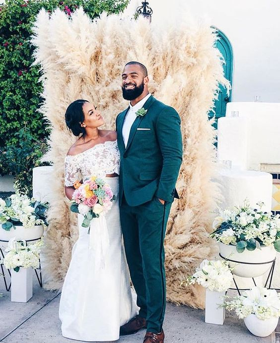 What's not to #love about this #dailydoseofdapper And that backdrop is super #cool. | #repost from @rockpaperdetails #munaluchibride _ #Munaluchi #wedspiration #weddingthings #love #justmarried #weddings #bride