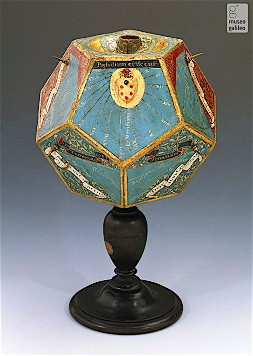Wood polyhedral sundial by Stefano Buonsignori, Florence, 1587 (height 195 mm)