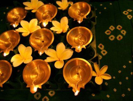 Top 20 DIY Diwali decoration ideas using art and craft: https://thechampatree.in/2016/10/07/diwali-decoration-ideas/: