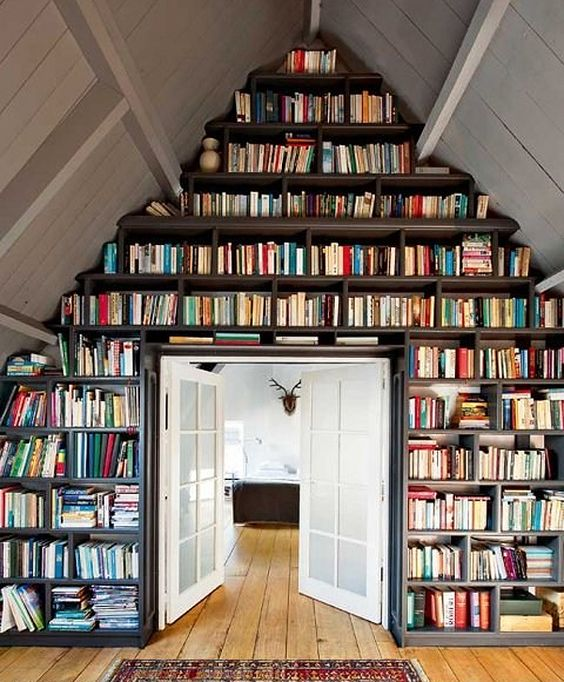 Floor to ceiling shelving for books! Will for sure being doing this in my forever-house.