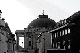 Tyska Kyrkan sedd från gatan.