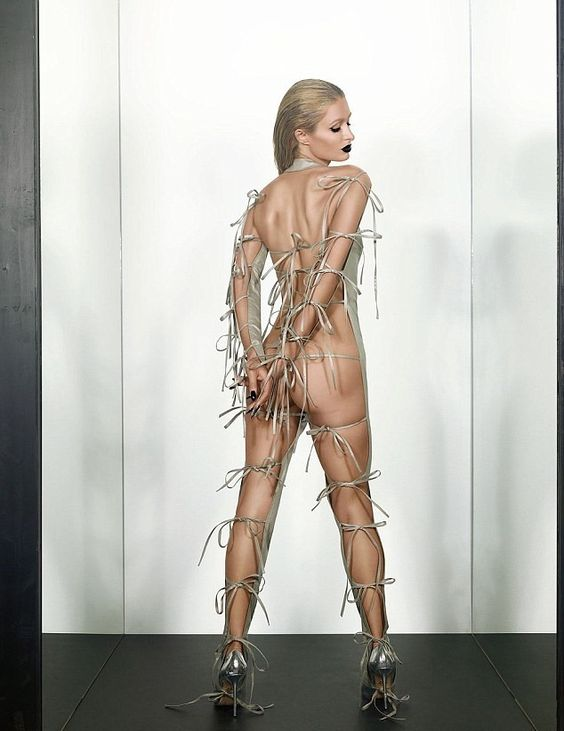 Paris-Hilton-lato-B-nudo-su-Paper-come-Kim-Kardashian-5 (1)