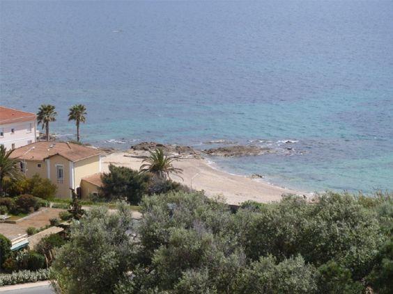 Ajaccio et environs, Appartement de vacances avec 2 chambres pour 4 personnes. Réservez la location 683707 avec Abritel. Superbe F3 , Neuf, Idéalement situé Vue Mer Panoramique à 30 M De La Plage