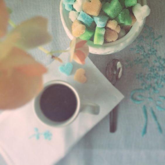 Cafezinho da tarde delicioso com os lindos torroes de acucar do @buffetzest !!! #cafe #cafedatarde #coffee #torroesdeacucar #buffetzest #cozinhacriativa #sugar #sosweet #loveissweet #domingo #fimdetarde #sunday #guadalupeeventos #blogdaguadalupe
