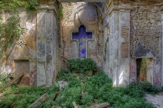 A small decayed chapel on a hill. The amount of decay made it a bit hard making pictures with my tripod.