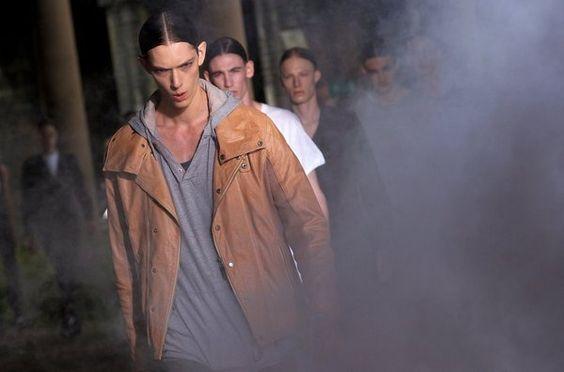 Diseño de Alexander McQueen en la London Menswear Fashion Week 2013