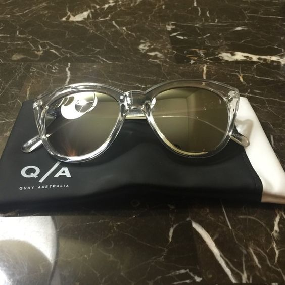 Quay Isabell Isabell Clear/Silver Mirror. Never Worn. Soft case in picture included. Quay Accessories Glasses