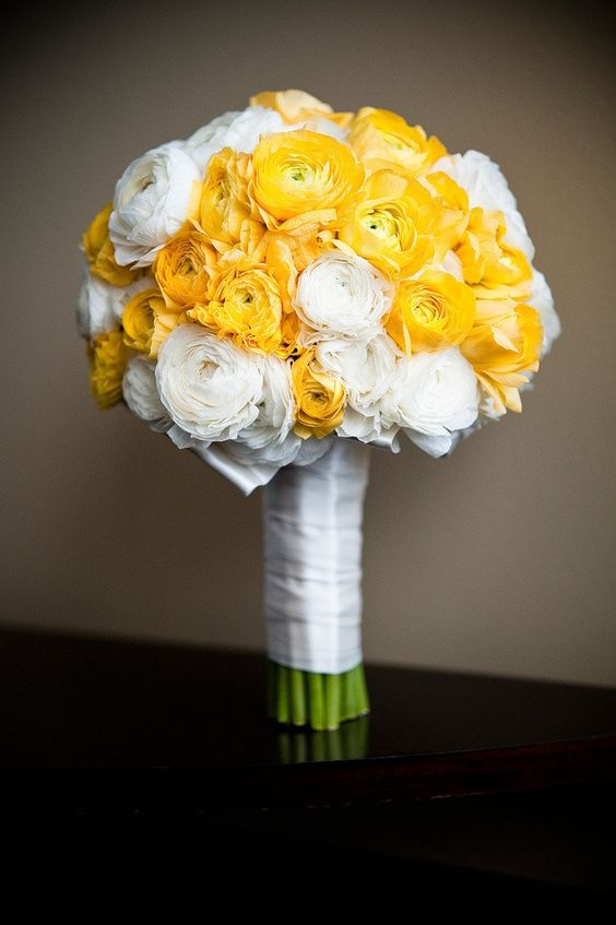 yellow Ranunculus and gardenia Flower Bouquets | Beautiful yellow and white bouquet! Ranunculus ... | Yellow & white w ...