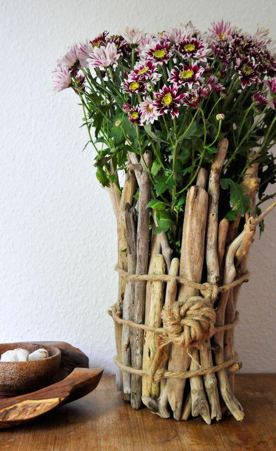 Vase aus Treibholz-Stäben