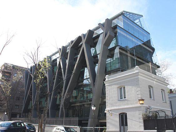 Edificio Fortuny - Pabellon y auditorio Rafael del Pino / Rafael de la Hoz