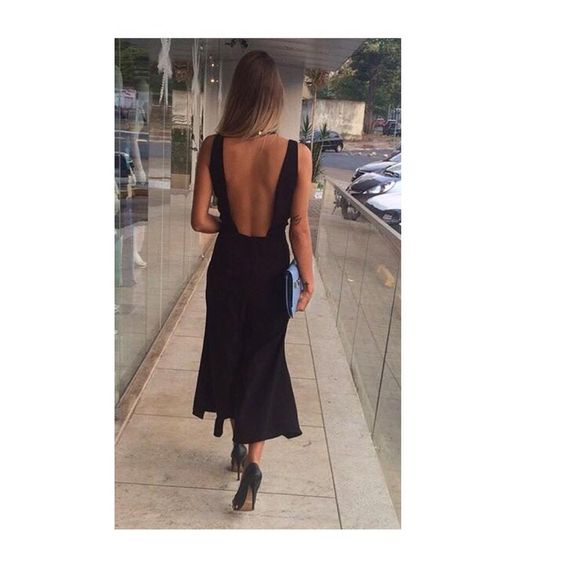 """""""Detalhe das costas do macacão pantacourt que chegou! Em preto e vermelho, do P ao GG. #pantacourt #carlotacosta #prero #macacao #moda #lojajulianabeltrao…"""""""