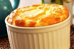 Ingredientes 250g de batata sem casca em cubos 100g de manteiga 80ml de creme de leite fresco (levemente aquecido) 3 claras 70g de queijo parmesão ralado Sal, pimenta do reino e noz moscada a gosto Modo de preparo 1. CozinheSaiba Mais +