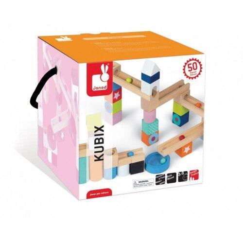 45 pezzi per costruire un fantastico scivolo per biglie (cubi, cilindri grandi e piccoli, triangoli, ponti...). 5 biglie di diversi colori. Divertente e ideale per sviluppare la destrezza del bambino. Vernice a base d'acqua. Giocattolo in legno.Età: 3-8Pezzi: 50 in legno lalberoazzurro.net