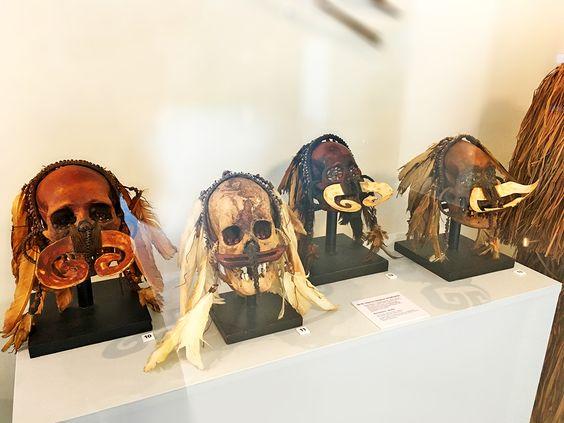 Черепа предков ндамбиркус (Индонезия, о. Новая Гвинея, народ асмат). Фото: Evgenia Shveda