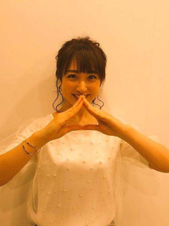 川田裕美アナウンサーの白い衣装