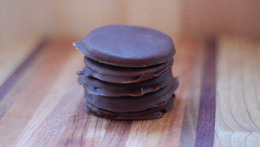 All-Natural Thin Mint Cookies (even better than the Girl Scout version) by Kimi Harris: You can make these gluten free. #Thin_MInts #Gluten_Free #Kimi_Harris