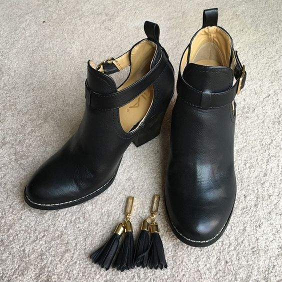 Mia ankle boots | D Tassels and Boots