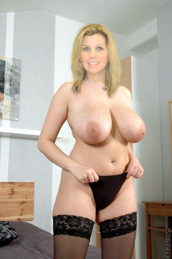 Hot nude busty curvy milfs