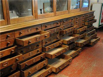lemari loker kayu dengan bufet