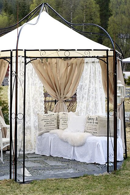 Beautiful Shabby Chic Outdoor Space