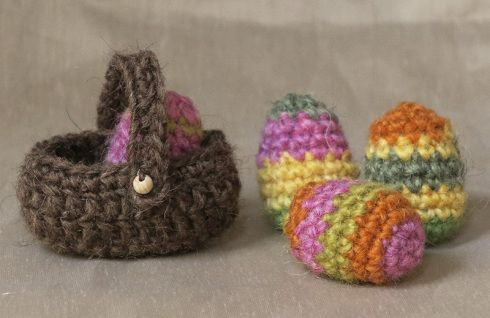 Free Easter Eggs and a Basket Crochet Pattern for your Amigurumi http://sonspopkes.com/2014/03/12/free-easter-crochet-pattern/