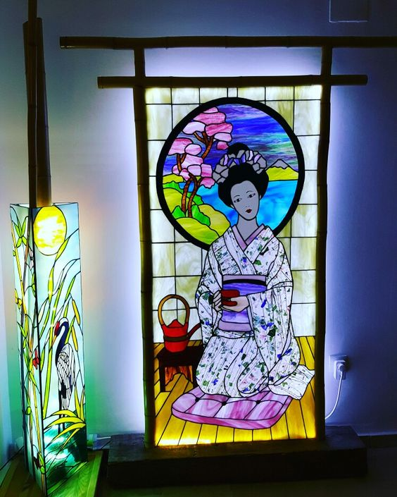 Stained glass lamp and geisha