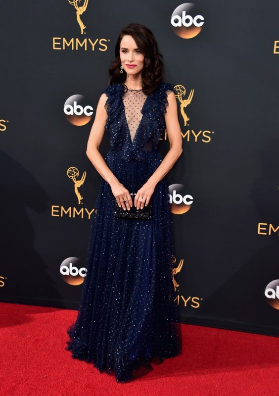 Abigail Spencer no tapete vermelho do Emmy 2016: