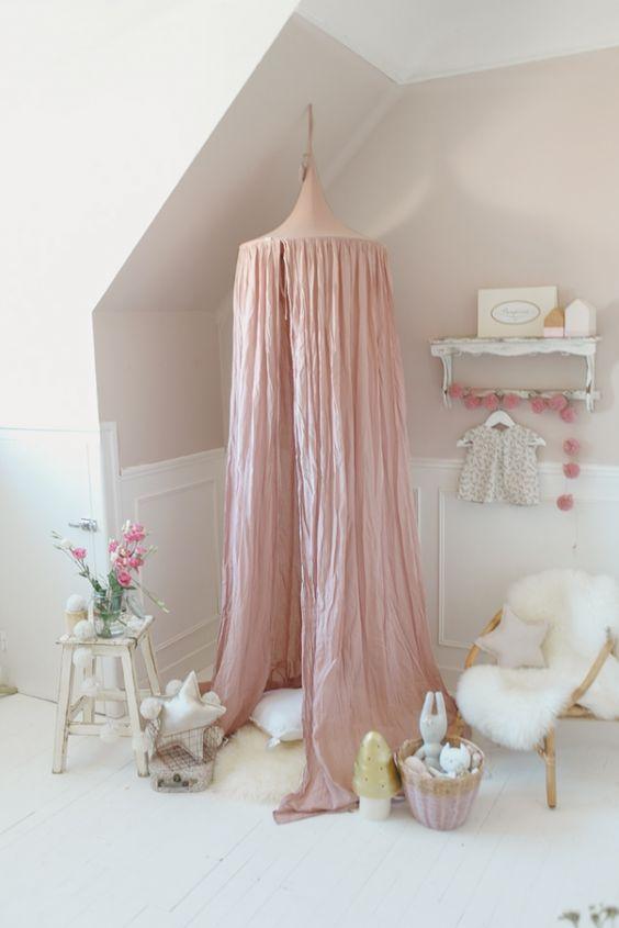 Un univers poudré pour une petite princesse. www.bellarose.fr #numero74 #egmonttoys #oscaretlila #ampm #presentime #larmoiredadele