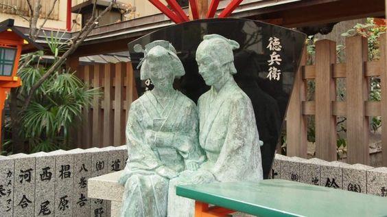 大阪・露天神社のお初と徳兵衛像