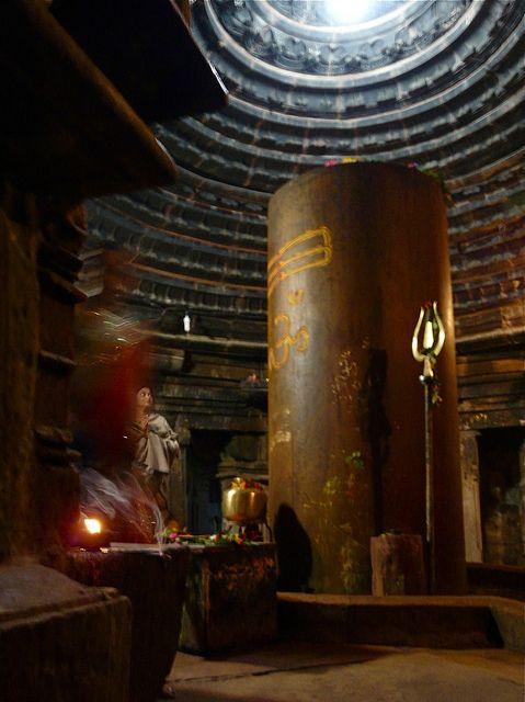 Giant Shivalingam at Matangeshvara Temple, Khajuraho.: