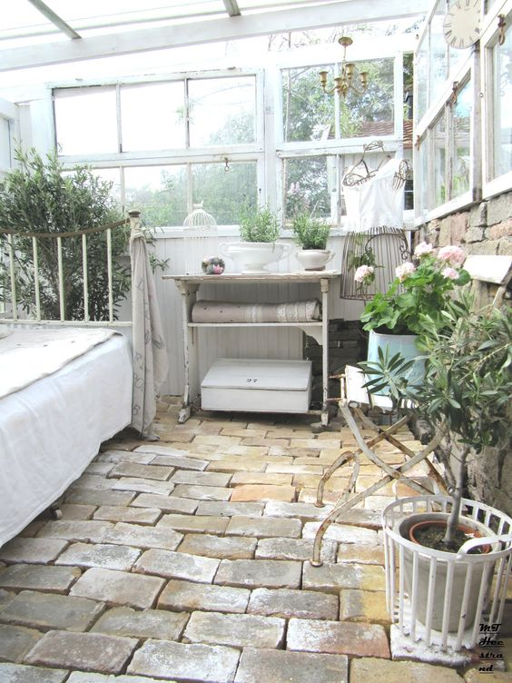 I would so love a soft quiet totally rustic zen space for Solarium flooring
