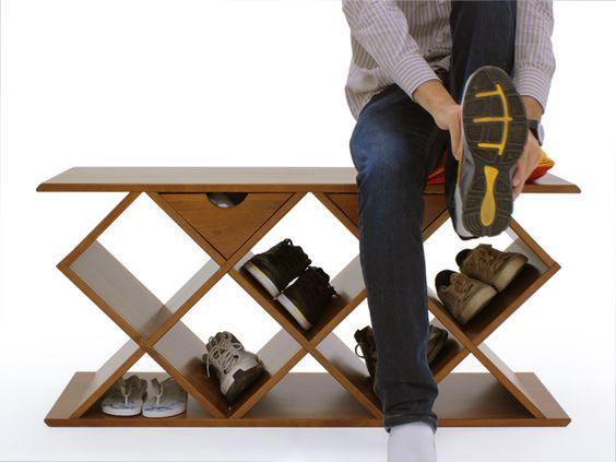 Sapateira bem bacana. Só acho que devia ter mais espaço pra sapatos: