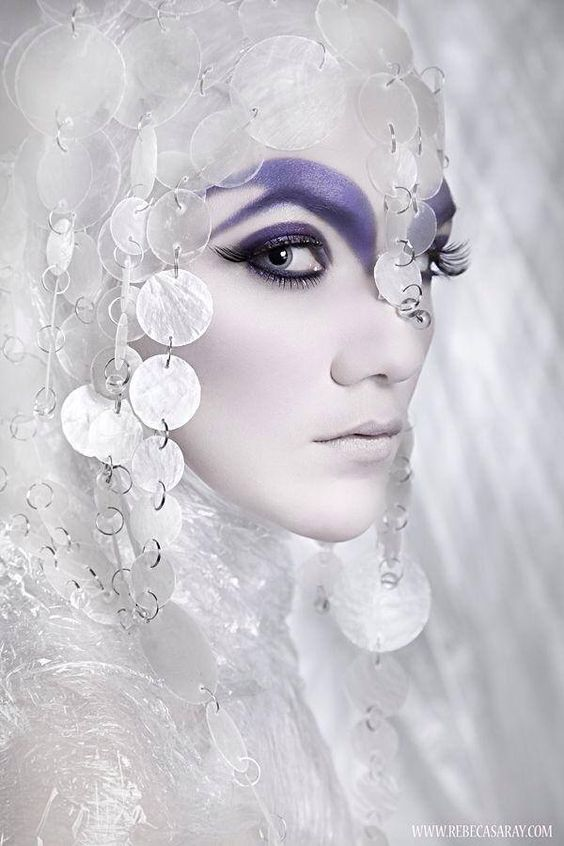 http://newyork-witch.tumblr.com/post/78986548409/mask-q-rade-source