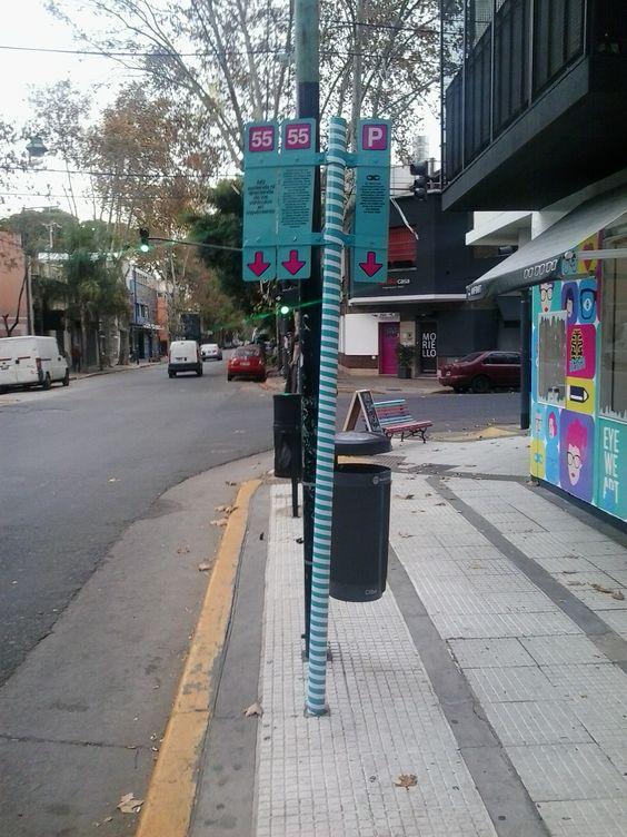 Arte urbano Buenos Aires. Parada de bus en Uriarte - Palermo: