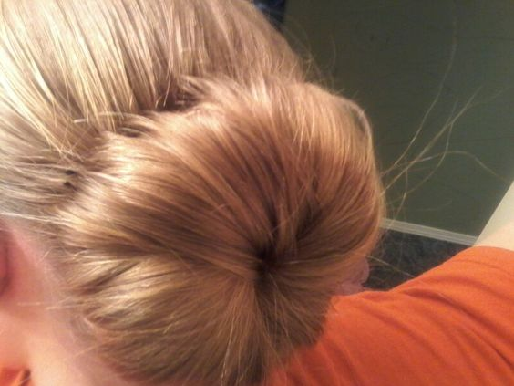 Cute easy bun.