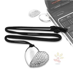 USB 4GB Flash Drive Silver Jeweled Heart Necklace (for someone who is a geek and a girly girl... Me! Lol)