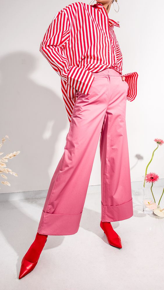 The Marcelle Pant in pink. Wide trouser with folded hem and concealed hook and eye zip closure at front. Loose fit.:
