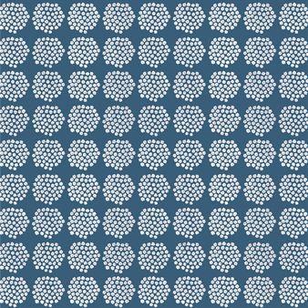 Puketti ist ein stilreines Marimekko-Muster, das von Annika Rimala designt wurde. Die Punkte auf dieser Wachstuch-Tischdecke bestehen aus kleinen, weißen Blümchen.