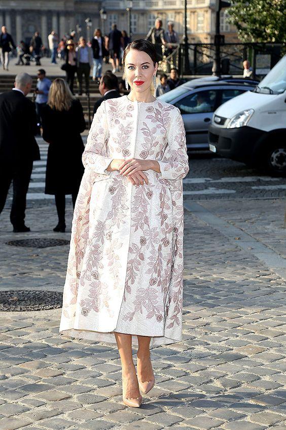 Ulyana Sergeenko en el desfile de Louis Vuitton Front Row semanas de la moda Paris primavera verano 2014