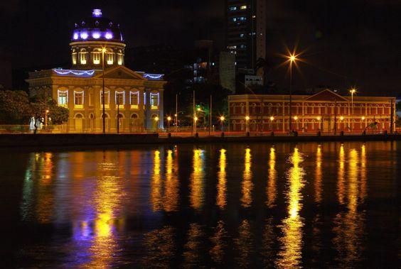 """""""Rio Capibaribe"""". """"Rua da Aurora"""". """"Assembléia Legislativa de Pernambuco"""" (à esquerda). """"Ginásio Pernambucano"""". #Recife. Estado de Pernambuco, Brasil."""