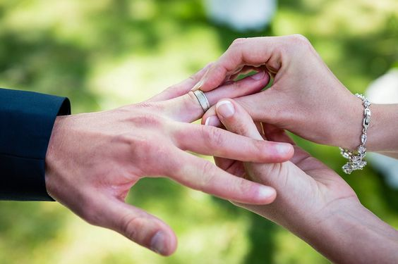 Foto's huwelijksfotograaf Ronny Wertelaers - huwelijksringen - Eveline & Olivier