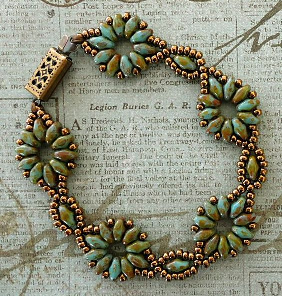 http://craftyinspirationbylinda.blogspot.fr/2014/02/bracelet-of-day-superduo-flower-chain.html