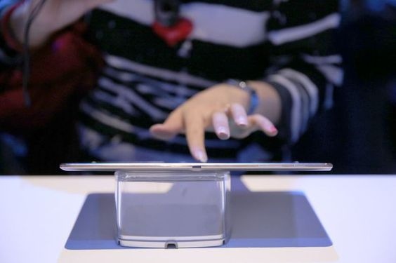 Aimeriez-vous toucher la nouvelle #GalaxyTabS du bout des doigts ? #Galaxy #Samsung #New #TurnUpTheColor #Touch
