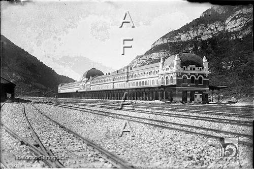 Estación Internacional de Canfranc. El edificio y las vías 1930 DARA :: Detalle de Registro
