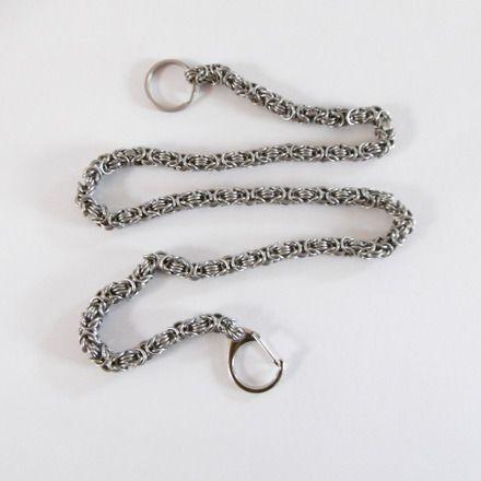 Chaîne portefeuille en maille ronde, j'ai réalisé cette chaine avec des anneaux en fil d'acier inoxydable pour éviter une éventuelle oxydation que j'ai fabriqué et assemblé  - 18088979