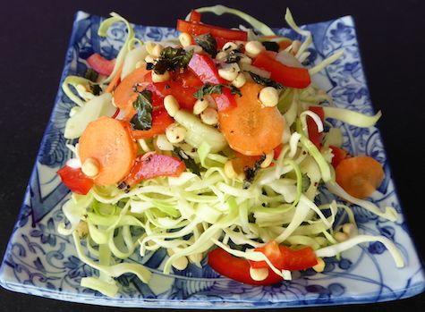 Gemüse und Dal Salat