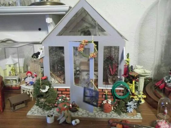 Potting shed by lerryn dollhouse miniature gardens for Mini potting shed