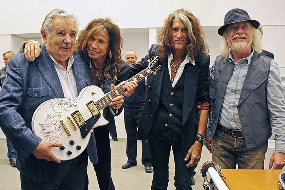 """La banda estadounidense de rock Aerosmith fue recibida en la sede gubernamental uruguaya por el presidente José Mujica, al que calificó de """"poderoso ejemplo"""" y de """"uno de los mejores presidentes de América"""""""