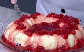Prático e delicioso! Pudim de Iogurte leva apenas três ingredientes