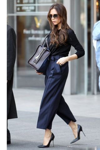 10 styling tricks to dressing slimmer: Victoria Beckham's navy & black outfit combination: